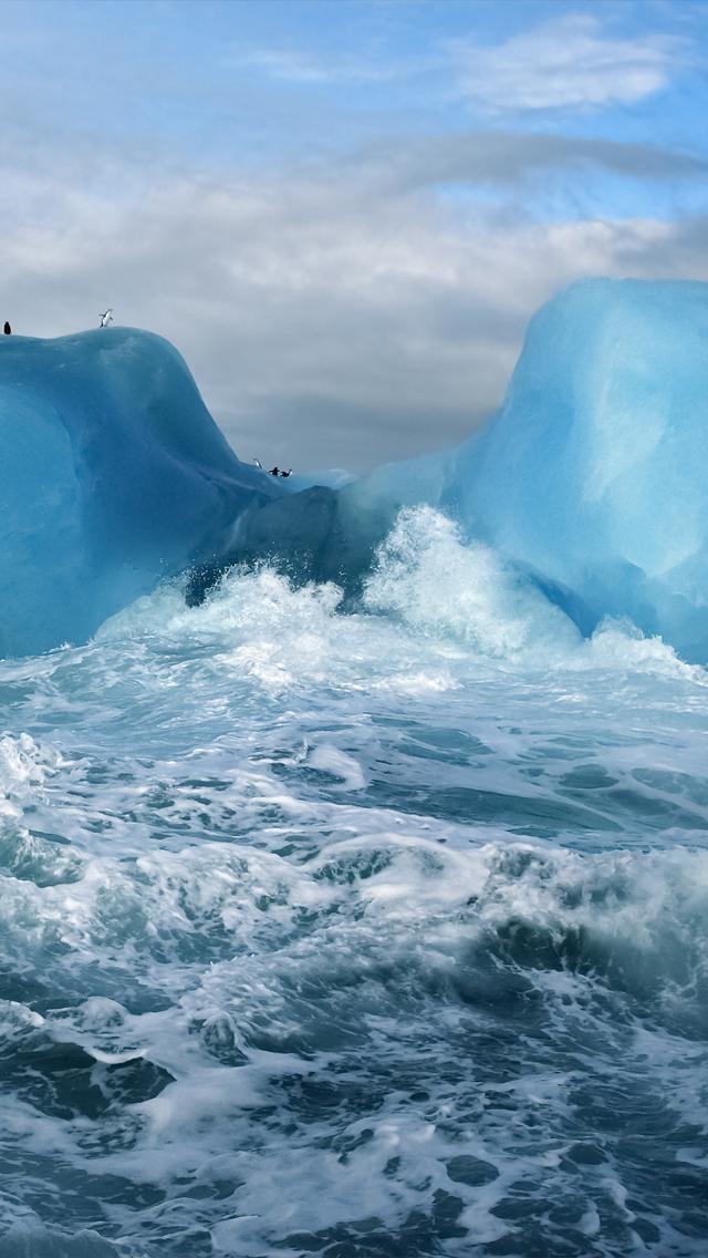 Turbulent Seas iPhone 5 Wallpaper