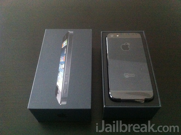 Apple IPhone 5 64GB Black And Slate Unboxing Photos