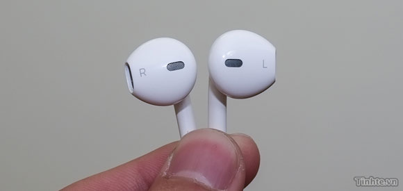 Redesigned Apple Earphones Will Come With The iPhone 5