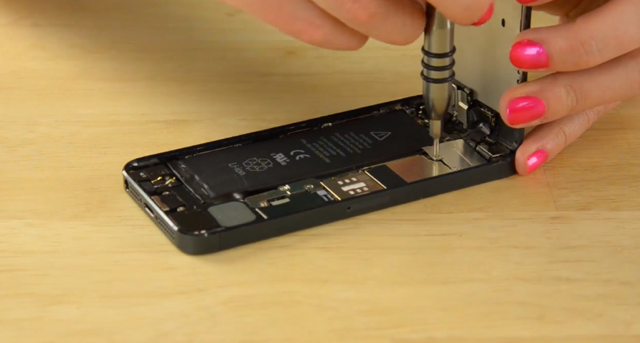 How To Replace The Battery On Your iPhone 5 In 10 Minutes
