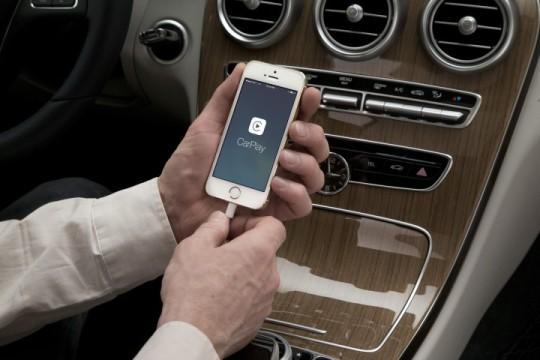 Mercedes-Benz-CarPlay