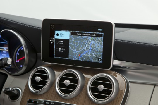 Mercedes-Benz-CarPlay-005